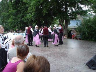 Danses et musiques traditionnelles avec le groupe folklorique La Rosargue à la Ferme d\Antan Plédéliac