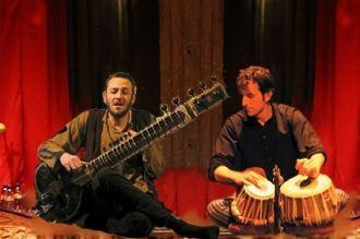 Duo de musique indienne sitar, chant, tablas au Palais Briau Loireauxence