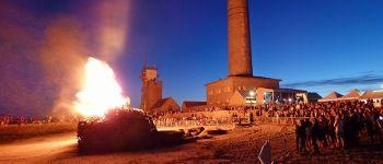 Fête de Bro San Per - Grand feu de joie au pied du phare d\Eckmühl Penmarch