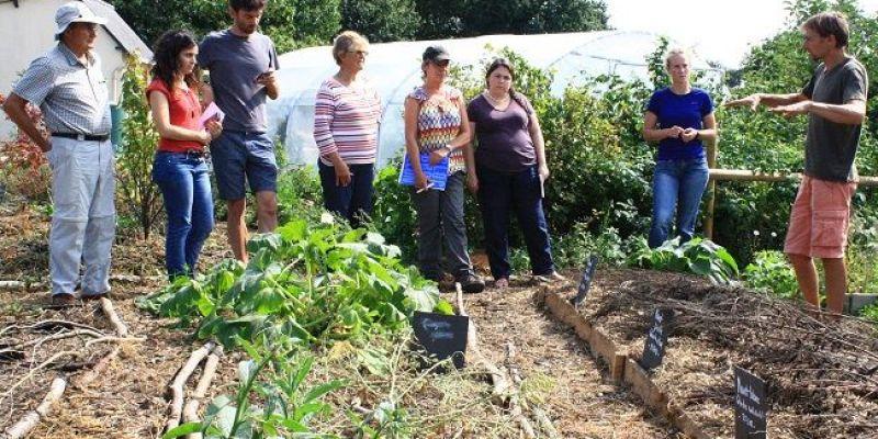 Visite du jardin conçu avec la permaculture La Pâture es Chênes
