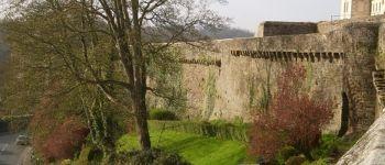 Visite guidée des remparts de Dinan (promenade de la duchesse Anne et jardins anglais) et exposition Dinan