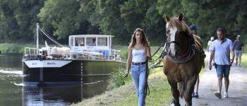 Moment de convivialité au bord du canal : Pot amical et pique-nique partagé. Cléden-Poher