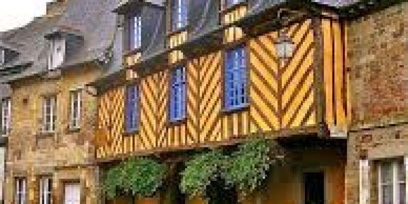 Visite guidée et ludique de la petite cité médiévale de bécherel